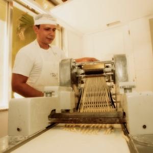 Wir haben uns ein Fotoshooting in einer tollen Bäckerei in Leblon organisiert. Das war genau das richtige für Leni.