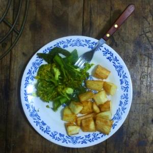 Frittierter Maniok (mmhhh) mit regionalem Broccoli.