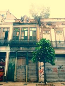 Diese Häuser sind wie Filmkulissen, hinter der Fassade ist nix.