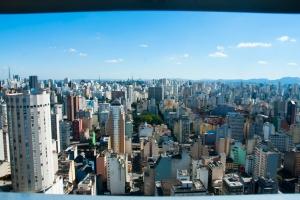 Blick auf São Paulo. Auf der anderen Seite geht es genauso weiter. Gigantisch.