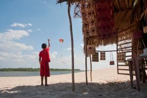 Drachen steigen ist in Brasilien absolutes Lieblingshobby, durch alle Altersschichten