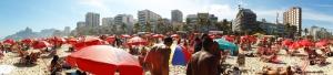 Strand von Ipanema, Rio de Janeiro, am Wochenende immer heillos überfüllt