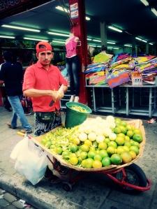 Orangen die zum direkten Verzehr verkauft wurden. Wir stellten uns ein bisschen blöd an, aber wir kennens ja auch nicht so recht